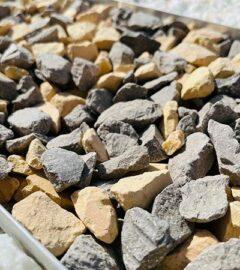 gravier de brique jaune et gris